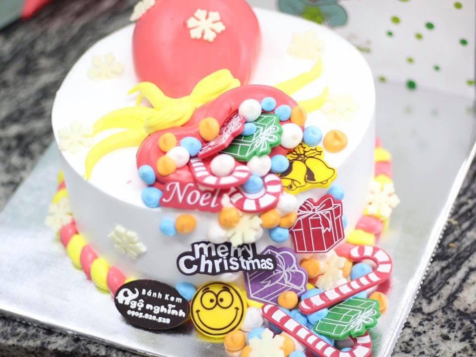 Bánh sinh nhật tạo hình 3d nổi chiêc tất đựng quà của ông già noel ...