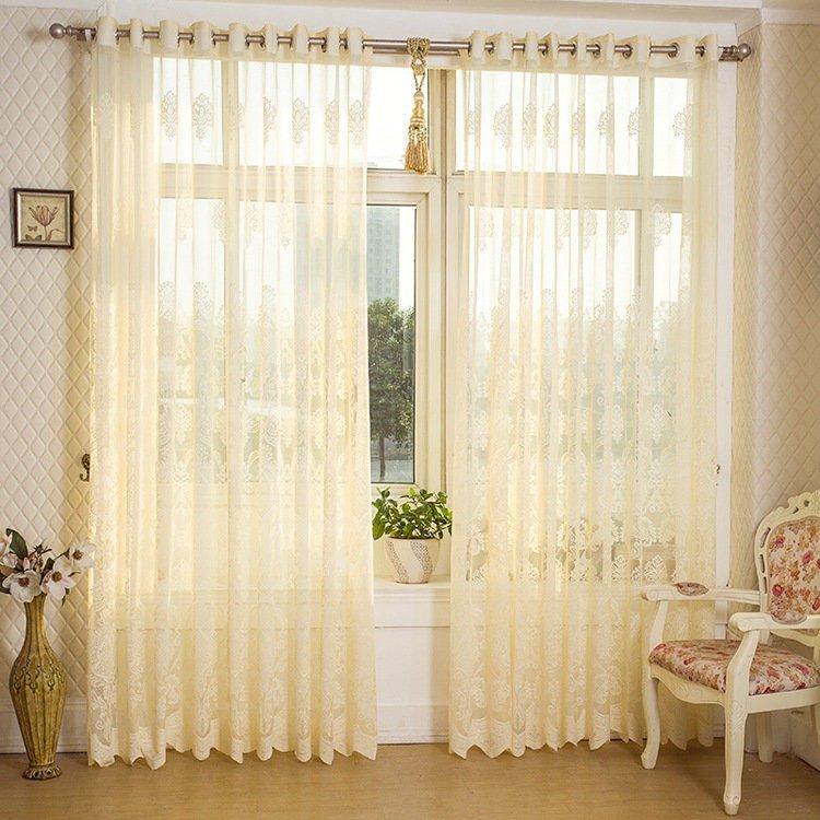 Mẫu rèm cửa phòng khách vải voan mang tới sự nhẹ nhàng và bay bổng